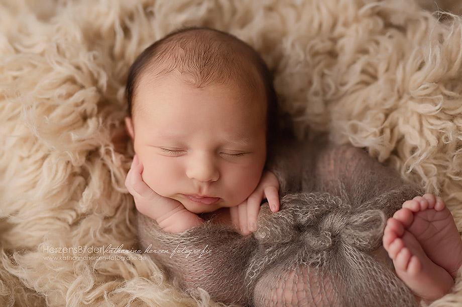 kleines süßes baby newborn