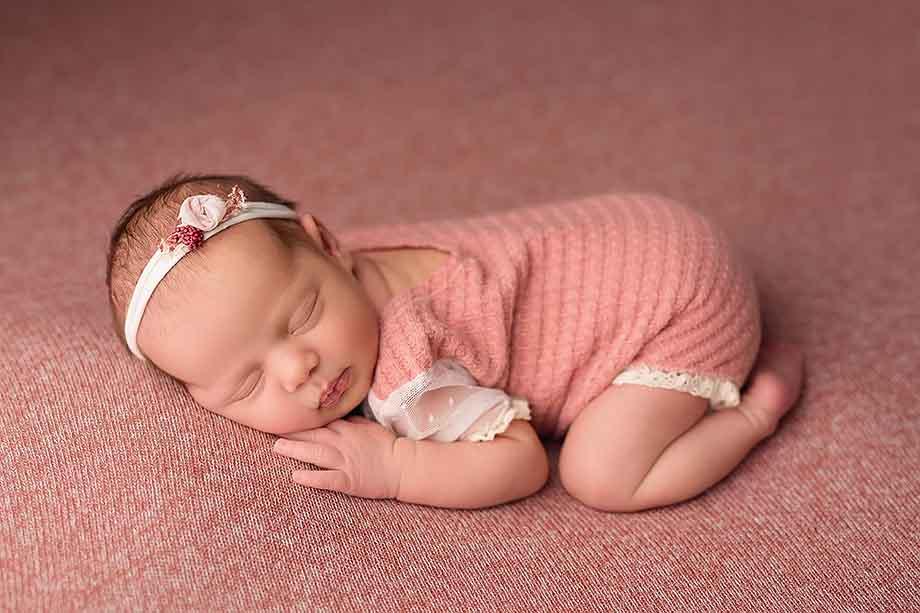 neugeborenenshooting-giessen-rosa-nidda-maedchen-pink-besondere-frankfurt