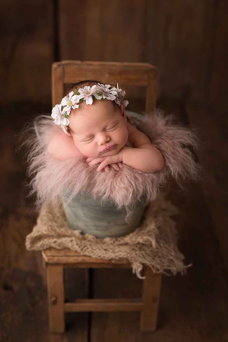 neugeborenenshooting-nidda-giessen-frieberg-schotten-besondere-exklusive-mädchen-rosa-vintage