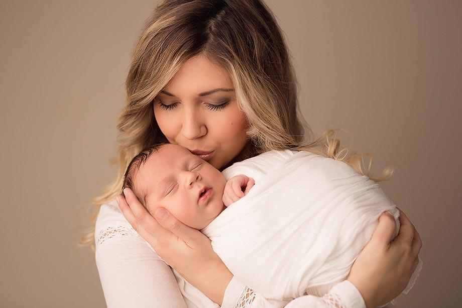 mama-baby-bilder-shootng-newbornshooting-fotograf-nidda-frankfurt-hessen-gruenberg-gerdern-schotten-zart-sinnlich-neugeborenenfotografie