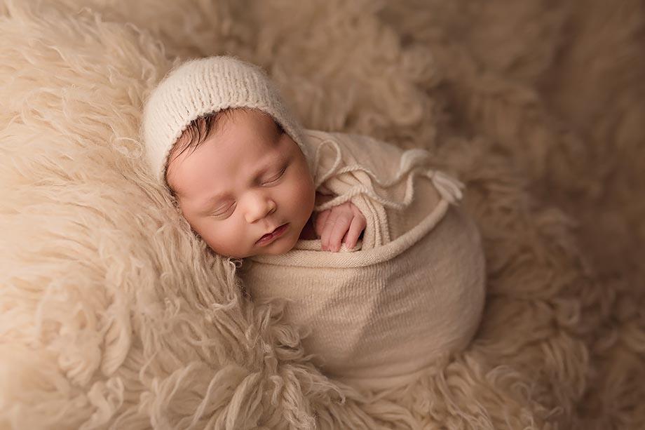 newbornshooting-fotograf-nidda-baby-junge-giessen-katharina-herzen-zart-vintage-kinderfotograf